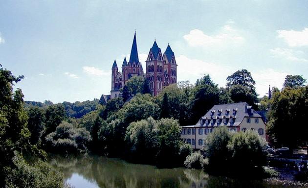Il castello di Limburg. Dal ponte si potrà ammirare il panorama sulla città.