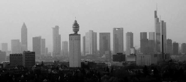 La vecchia Henninger Turm. Foto © Popie / Wikimedia Commons / CC BY-SA 3.0 / remixed by Il Mitte