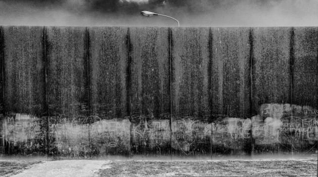 Light Behind The Wall - Fotografia Di Giorgio Della Rocca