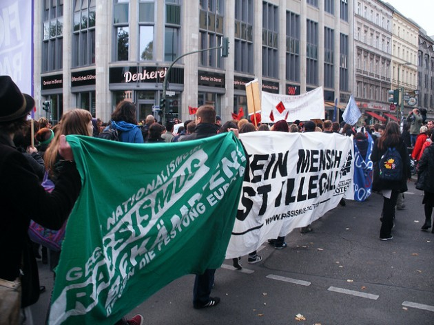 Una manifestazione a Berlino in sostegno dei richiedenti asilo. Foto © Aktionsbündnis Freiheit statt Angst / Flickr / CC BY 2.0